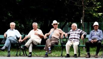 Pensioni, una 'penale' per lasciare il lavoro prima e staffetta generazionale