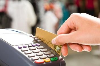 Addio contanti: premio da 1.000 euro ai primi 150mila che pagheranno con carta