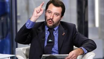 """Cannabis, scontro Lega-M5s. Salvini: """"Chiuderò i negozi, su droga Governo può cadere"""""""