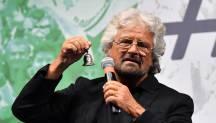 Beppe Grillo vuole risolvere l'emergenza migranti con la blockchain