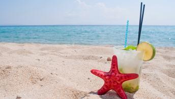 La Puglia è la prima regione a vietare l'uso della plastica monouso sulle spiagge