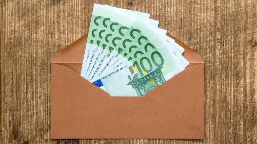 Bonus di 100 euro in busta paga: a chi spetta