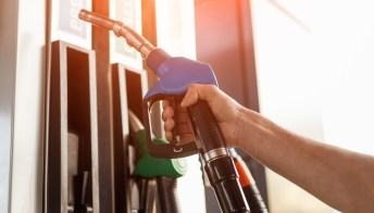 Coronavirus: il prezzo del petrolio crolla, ma quello della benzina no