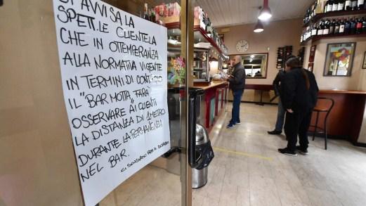 Bar, ristoranti, negozi e parrucchieri: cosa resta aperto e cosa no