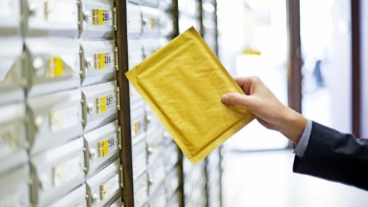 """Poste: raccomandate, pacchi e multe. Cosa cambia con il Decreto """"Cura Italia"""""""