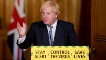 Covid, la Gran Bretagna trema: Johnson pensa al Green pass