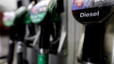 Addio al diesel che costa meno della benzina: Governo pronto ad allineare i prezzi