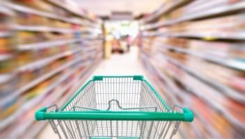 Listeria, salmonella e plastica: supermercati costretti a ritirare diversi prodotti