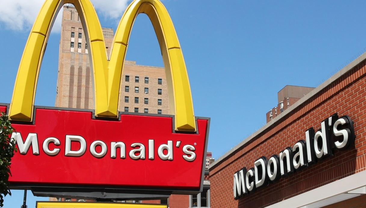 McDonald's nella bufera, maxi multa dopo migliaia di denunce dei dipendenti
