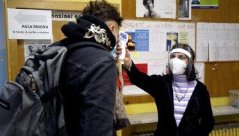 Coronavirus, le possibilità di contagio in casa, al ristorante e a scuola