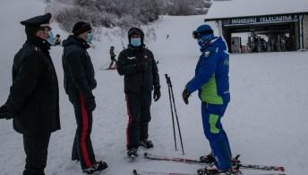 """In pista nonostante il Covid: come i """"furbetti dello sci"""" hanno aggirato le restrizioni"""