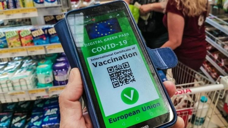Green pass obbligatorio e stato di emergenza: cosa cambia dal 5 agosto