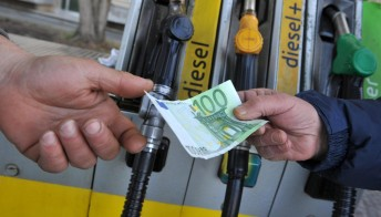 Benzina, stop al rialzo dei prezzi: c'è l'accordo tra Paesi produttori