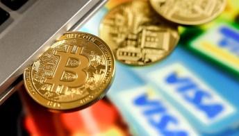 """Bitcoin, il valore schizza alle stelle """"grazie"""" ad Amazon: cosa sta succedendo"""