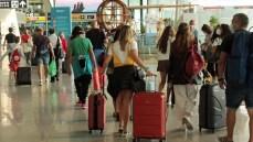 Variante Delta, viaggi e vacanze a rischio: le località con i contagi più alti