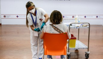 Vaccino, con terza dose anticorpi decuplicati: i dati di Israele