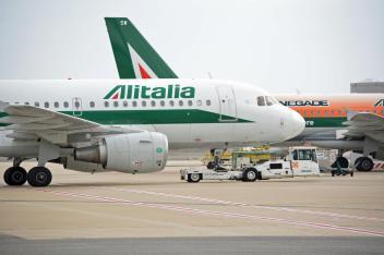 Alitalia in amministrazione straordinaria: domani parte la gara per l'acquisizione del marchio